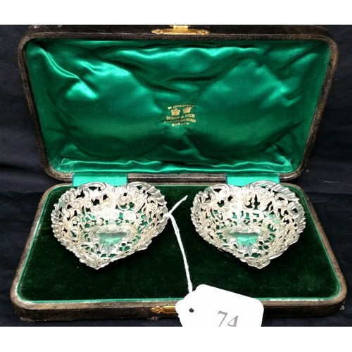 74 - A quality pair of cased silver bonbondishes London 1917. William Comyns & Sons retai...