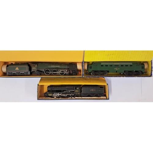 14 - Three Hornby Dublo 00 Gauge Model Locomotives - LT25 L.M.R. 8F 2-8-0 Freight Loco & Tender; EDL1...