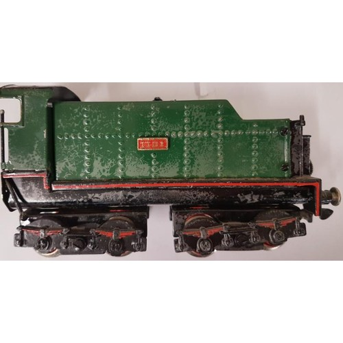 47 - British Locomotive and 3 Carriages (4)
