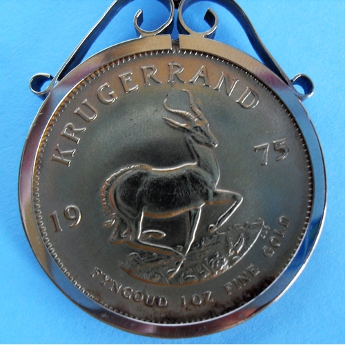 268 - A South African 1oz Kruggerand coin in a 9ct gold mount and chain, gross weight: 85.08g