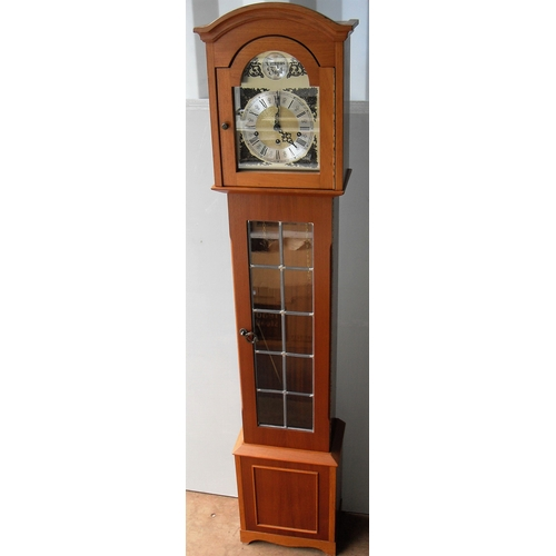 15 - A Georgian reproduction grandmother clock with Roman numerals, in working order...