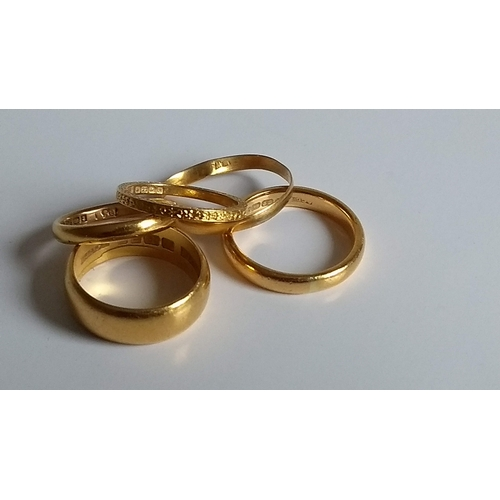 257 - An assortment of five 22ct yellow gold wedding bands, mixed dates/sizes, all hallmarked, 19.5g (5)...