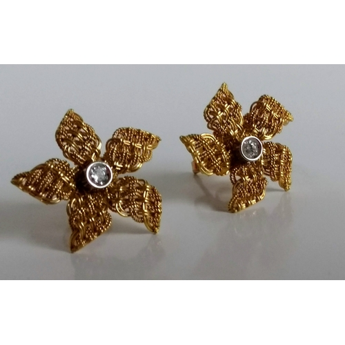 280 - A cased pair of 18ct yellow gold stud daisy earrings with diamond inset, diameter approx. 20mm, stam...