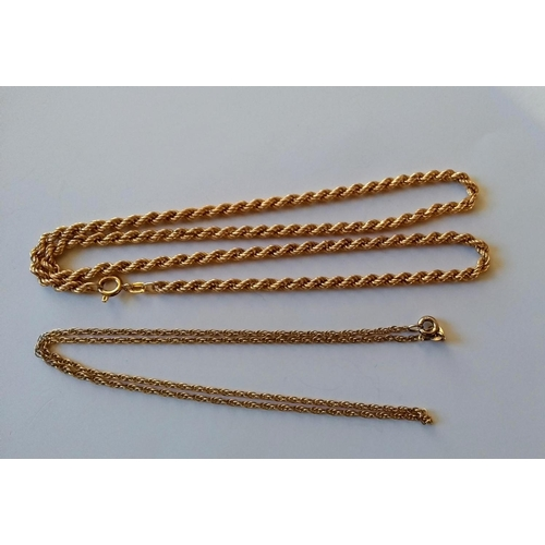 255 - Two 9ct yellow gold neck chains, 40, 46 cm, a gent's signet ring, size I and a cluster ring, size N,...