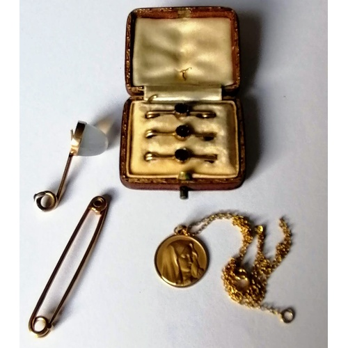 308 - An Edwardian cased set of three gold tie pins set with amethyst, another larger tie pin, a shirt but...
