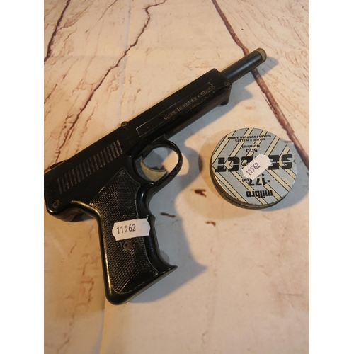 385 - A VINTAGE DIANA - SP50 AIR PISTOL - AND TIN OF 1.77 PELLETS...