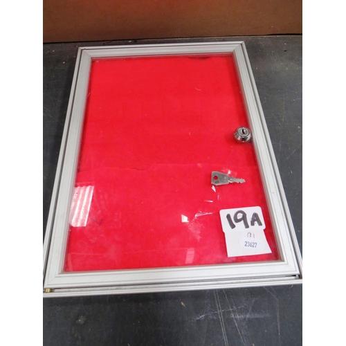 19A - Aluminium - lockable display case...