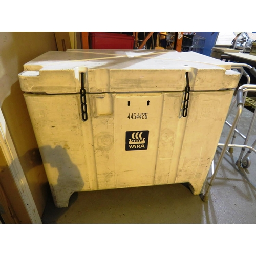 44 - A LARGE THERMAL/INSULATED - STORAGE BOX...