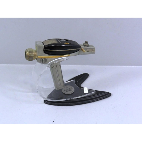 259 - RARE OFFICIAL STAR TREK PHASER WITH DISPLAY STAND 1995 FROM FRANKLIN MINT...