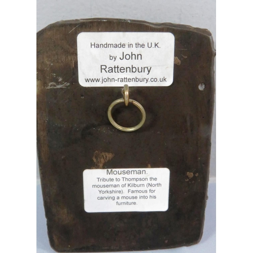 436 - COLD CAST MOUSE PLAQUE HANDMADE BY JOHN RATTENBURY - MOUSEMAN TRIBUTE TO THOMPSON THE MOUSEMAN OF KI...