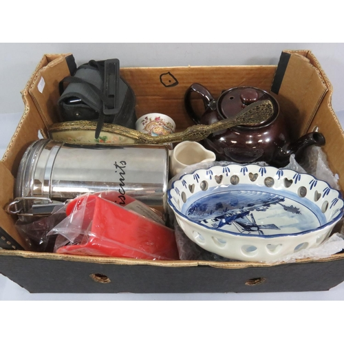 28 - COLLECTION OF VINTAGE ITEMS INCLUDING DELPH WARE...