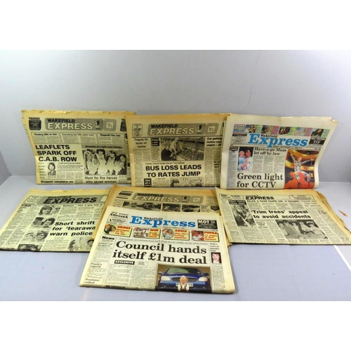 49 - COLLECTION OF OLD WAKEFIELD EXPRESS NEWSPAPERS...
