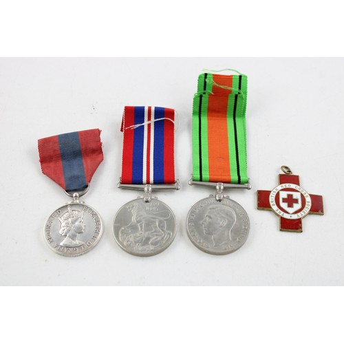 59 - WW2 pair, red cross and a imperial service medal...