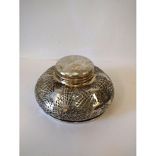 42 - TIFFANY STUDIOS NEW YORK, LARGE PINE NEEDLE PATTERN INKWELL 17.5cm DIAMETER AND 10cm HIGH, WITH OPAL...