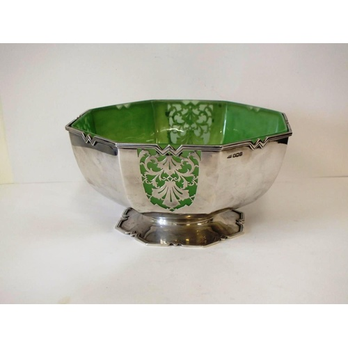 60 - VINTAGE C1931 MAPPIN AND WEBB STERLING SILVER ART NOUVEAU FRUIT BOWL WITH GREEN GLASS LINER, 628g, W...
