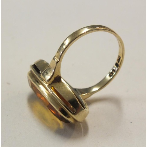 188 - VINTAGE 14K GOLD RING SET WITH LARGE FACETED AMBER STONE SIZE L - WEIGHT 5.1G...
