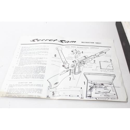 89 - Vintage 1965 Topper Toys SECRET SAM SPY BRIEFCASE Model 6505 & Attachments...