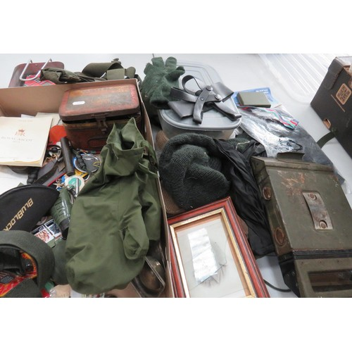 327 - TRAY OF MILITARY ITEMS
