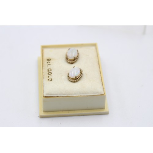 32 - 9ct gold vintage opal studs earrings (1 g)