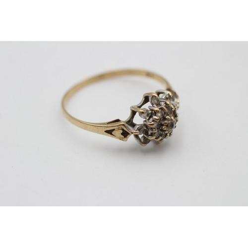 52 - 9ct gold vintage clear gemstone cluster ring (2.1 g) SIZE V