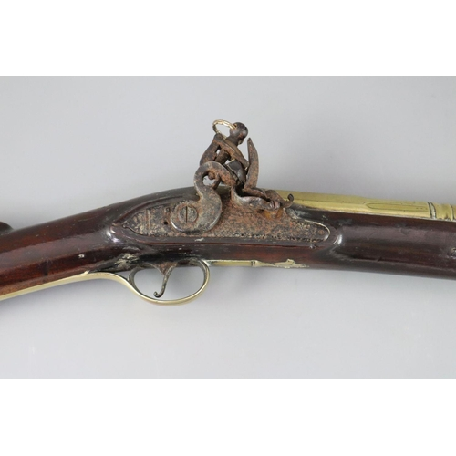 17 - <B>An English blunderbuss by John Hosey, London, c.1700,</b></i> with 16.25 inch two stage brass bar...