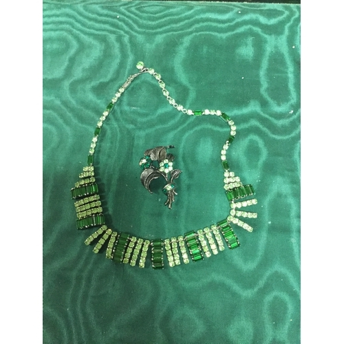 16 - A vintage green paste set necklace and brooch -...