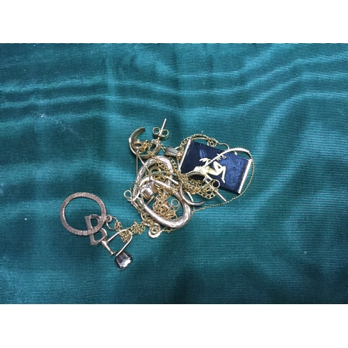 27 - A mixed lot of jewellery, including 9ct gold earrings, pendant on chain, bracelet etc -...
