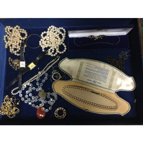 29 - A quantity of costume jewellery, including silver filigree brooch, etc -...