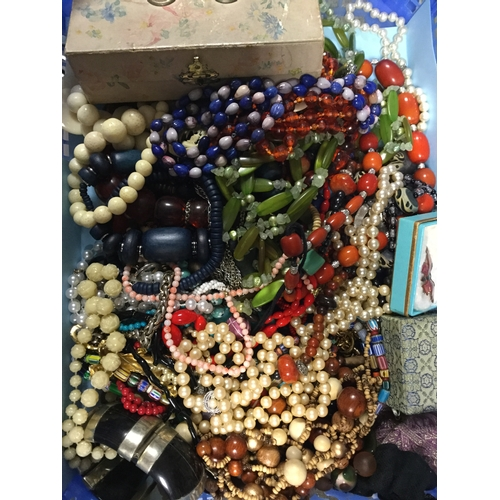 4 - A quantity of vintage and modern costume  jewellery, beads etc -...