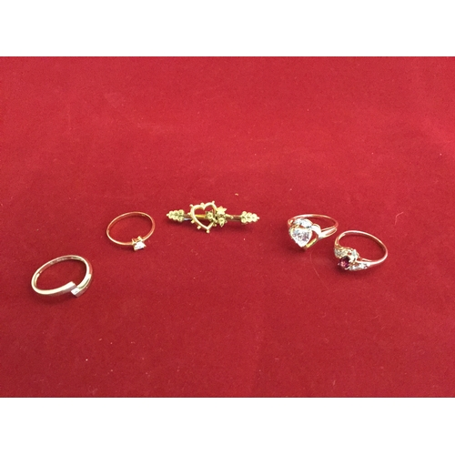 50 - A 9ct gold bar brooch,  together with two 9ct gold rings and two 10ct gold rings (5) -...