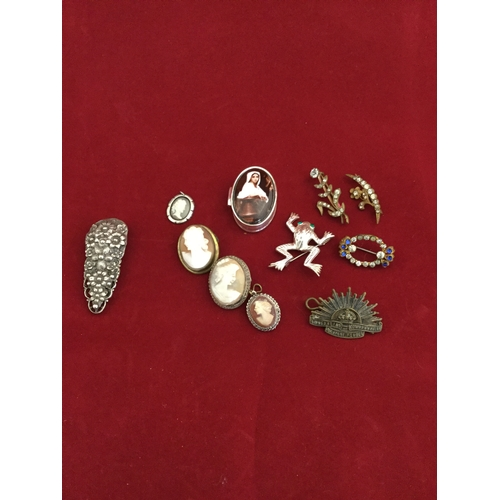 51 - A silver pill box,  together with assorted silver and costume jewellery -...