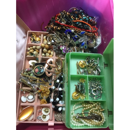 53 - A large quantity of mostly modern costume jewellery -...
