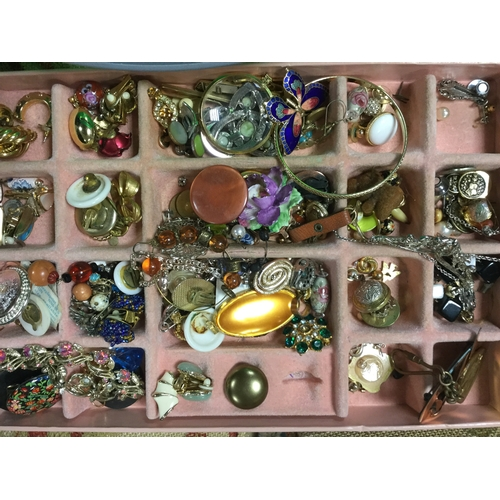 7 - A large quantity of mostly modern costume jewellery -...