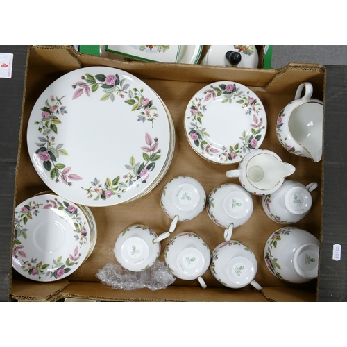 4 - Wedgwood Hathaway rose tea and dinner ware: to include 5 trios, sugar bowl, two milk jugs, 5 dinner ...
