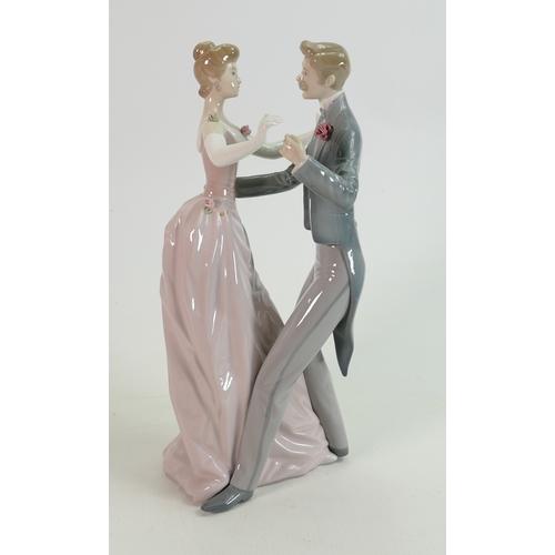 13 - Lladro  Figure 1372 Anniversary Dance: height 32cm