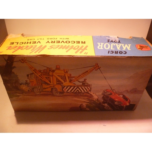 18 - 3 burago models 2 boxed, give a show projector with slides, ideal motorific boat
