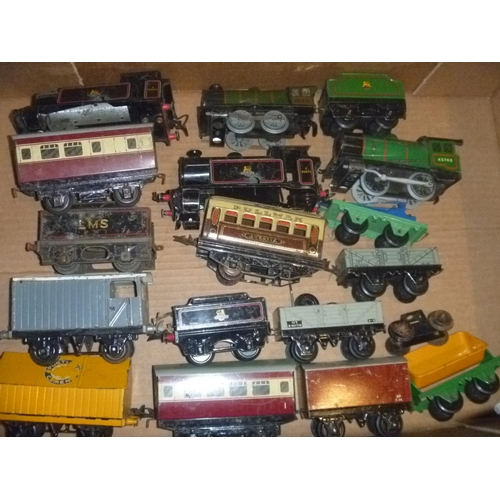 qty hornby series 0 gauge tinplate railways to include locos, loco bodies, and rolling stock