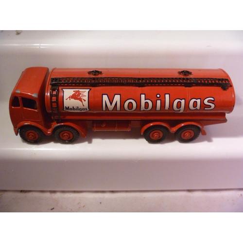 32 - restored repainted dinky toys supertoys foden mobilgas tanker...