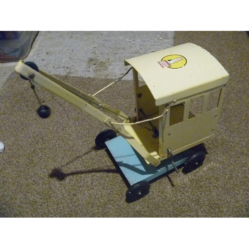 45 - TOBY TOYS / TRIANG CRANE GOOD CONDITION...