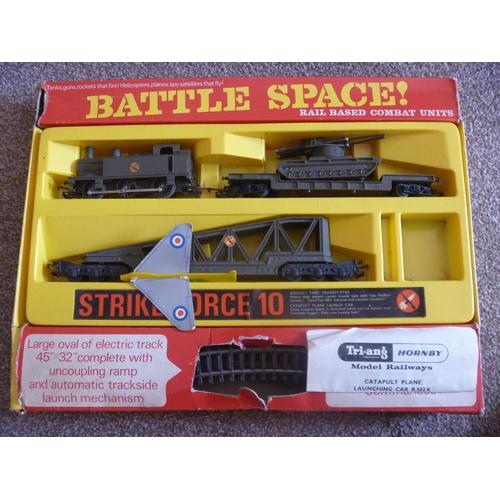 8 - TRIANG RAILWAYS BATTLE SPACE STRIKE FORCE 10 SET...