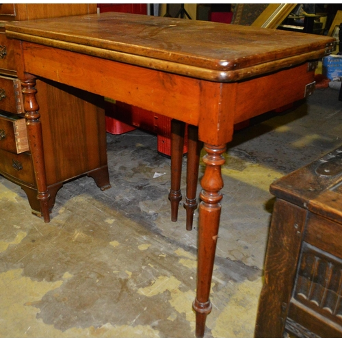 30 - Victorian fold out gate leg table...