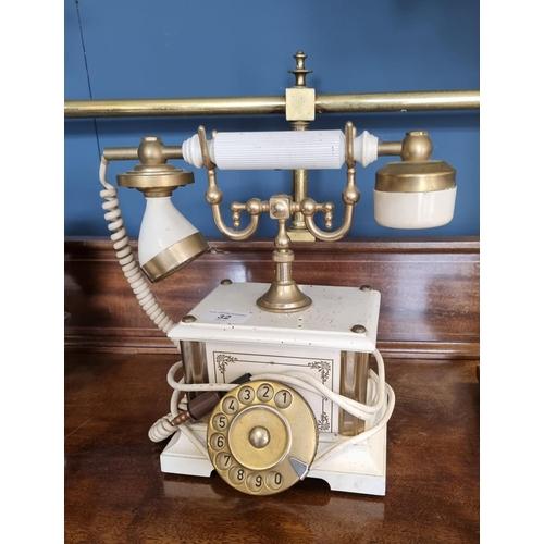 32 - Telephone