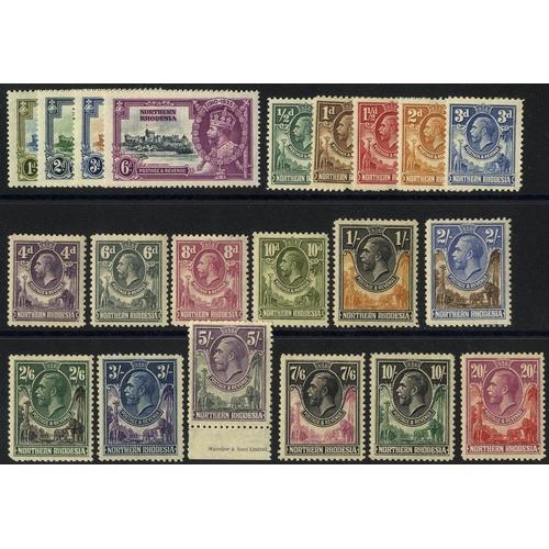 1261 - 1925 Defin set M, 1935 Jubilee set M, SG.1/17, 18/21. (21) Cat. £718...