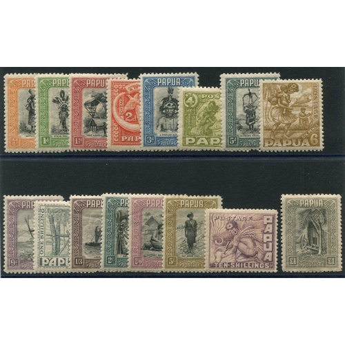 1292 - 1932-40 Pictorial Defin set, 5s some toning on top perfs, £1 gum stain o/w a fine M, SG.130/145. (16...