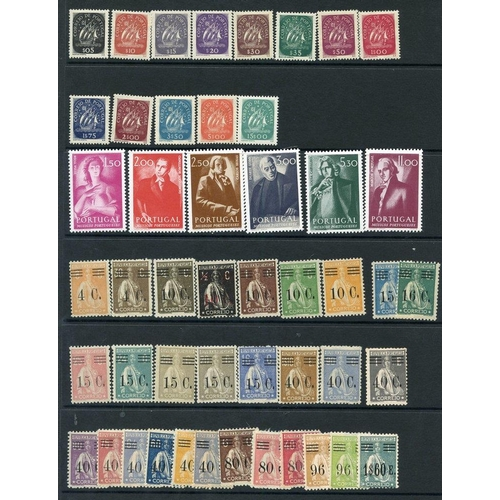 1316 - 1925-75 collection on hagner leaves with some better sets & vals M or UM. (133) ST.Cat. £660...