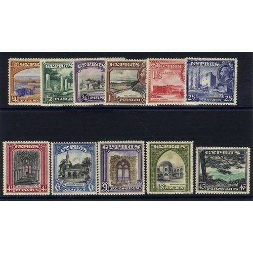 649 - 1934 Pictorial Defin set, M (18pi has some pulled perfs at base), SG.133/143. (11) Cat. £200...