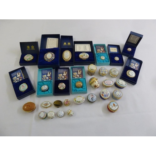 123 - A quantity of Halcyon Days pill, patch and snuff boxes (30)...
