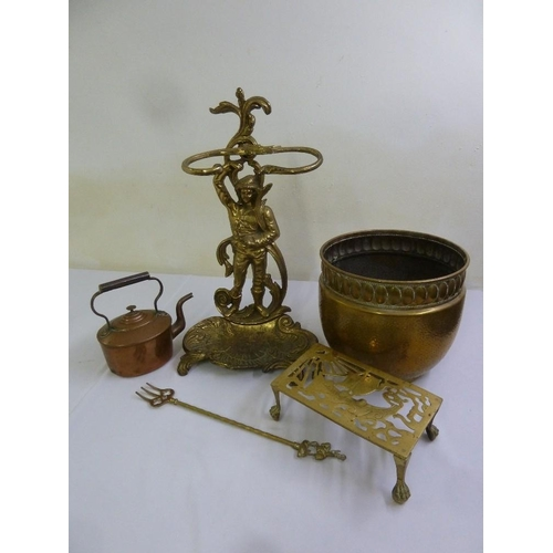 194 - A quantity of brass to include an umbrella stand, a coal scuttle and a kettle  (5)...