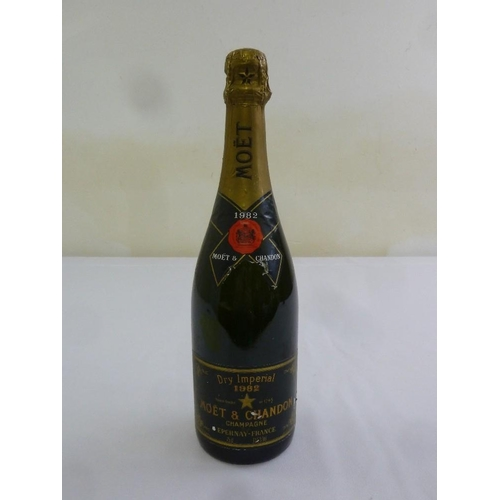 237 - Moet and Chandon champagne Dry Imperial 1982 75cl bottle...