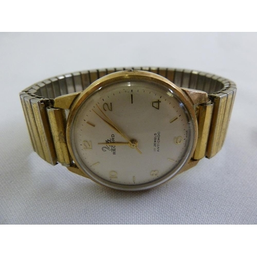 275 - Record 9ct gold gentlemans wristwatch on gold plated bracelet...